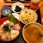 中川 - 海鮮丼とランチビール