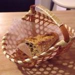カタネカフェ - お代わりパン