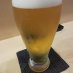 33334090 - グラスビールからで乾杯。