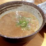 銀座 篝 - 煮干つけSOBA 並 (900円)のつけ汁 '14 11月中旬