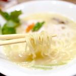 銀座 篝 - 鶏白湯SOBAの麺。 '14 11月中旬