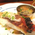 ビストロ 後藤 - 魚のメイン。スズキのポワレと牡蠣の香草パン粉焼き。参考になる。