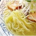 旬ダイニング鶴田 - ちゅるっとした麺。コシといい風味といい、この麺だけ見てもレベル高し。