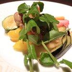 Ginsai 銀座 - 美肌ランチコース 1980円 の鶏もも肉のこんがりソテー ごろっとフリット野菜コンソメスープ