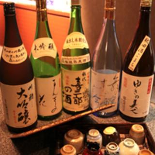 """常時20種ご用意する秋田の""""地酒""""◆季節の味も4種ございます"""