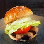 ととらべべハンバーガー - 自家製ベーコンを最も美味しく食べられるのはこれ「BLTバーガー」