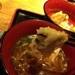 赤鶏農園 - 麺は中太