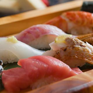昆布で〆たり、ひと手間かけた食べやすい、人肌の優しい握り寿司