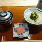 花隈 佐々木 - 御飯(蕪の葉と薄揚げの胡麻油和え御飯)、香の物、赤だし