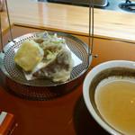 花隈 佐々木 - 揚げ物:平茸(あわび茸)、薩摩芋、舞茸と三つ葉の掻き揚げ