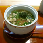 花隈 佐々木 - 椀物(蓮根豆腐のシメジと水菜の餡かけ、もぐさ大葉のせ)