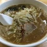 万松 - 料理写真:醤油ラーメン 650円