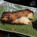 大かまど飯 寅福 - 2色盛り定食 1440円 赤魚の焼き魚