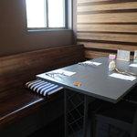 ア クールベール - サイドテーブル席
