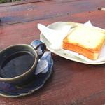 音楽と珈琲の店 岬  - ブレンドコーヒーとチーズトースト