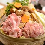 居酒屋 二丁目食堂 - 料理写真:二丁目ちゃんこ※季節により具材が変わる可能性があります。