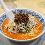 希須林 担々麺屋 - 担々麺4  オレンジ色に染まったスープが食欲をそそりますね!