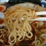 旭川らぅめん青葉 - 麺持ち上げ