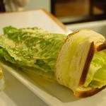 33364868 - Caesar Salad ($13.95)、Bud Light ($4.50)