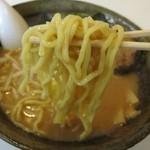 福家 - 赤コク味噌の麺