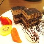アールエフ カフェ - チョコレートのショートケーキ