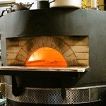 カトリカ - 2014.12 厨房には巨大な石窯が鎮座