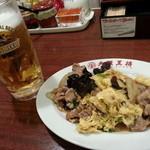 大阪王将 - 生ビール&豚肉と木耳の玉子炒め(ムーシーロー)