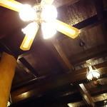 瑞石庵 - 天井のライトも贅沢です