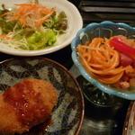 知伽良 - 【サラダ・小鉢・牛肉コロッケ】♪
