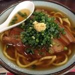 のりば食堂 - ウコン練り込み麺のオリジナル八重山そば 写真は三枚肉そば(700円)