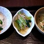 33381371 - 旬菜魚膳 新助 @新浦安 お刺身定食に付く漬物と小鉢