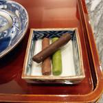 ふふふあん - コーヒーには、麩のお菓子・梢(こずえ)付。ココア、抹茶、紅茶味
