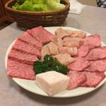南大門 - 塩焼きセット。お肉がキレイ過ぎて食べるのもったいない(笑)