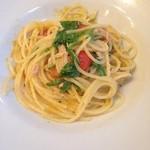 オステリアカルマ - ツナとミニトマトとルッコラのスパゲッティ