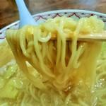 33384646 - 麺・・・スープは絡みまくります(笑)。アツアツでかなり時間かけて食べましたが、全く伸びないぞ^^