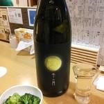 なか屋 - 日本酒「冬の月 純米吟醸 無濾過生原酒」満月のラベルは100本に1本のレアものだそうです^^