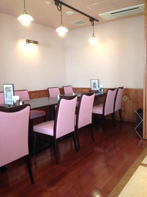 タカセ 巣鴨店 - 奥はちょっと椅子が違います