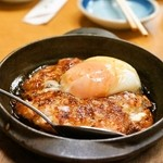 千住の永見 - 2014.12 鳥軟骨つくね焼 温泉卵付(470円)