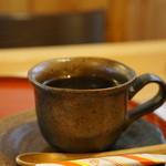 万葉 - 陶器で出てくるコーヒー