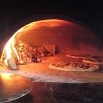33407607 - ナポリから取り寄せたという、薪で焼くピザ釜。