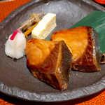 和食波奈 - 味のあるブリの照焼き。白飯と、互いを引き立てあう