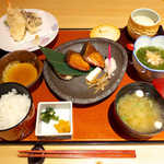 和食波奈 - 本日の焼魚と天麩羅膳(¥1380)。めかぶ酢・茶碗蒸し・味噌汁が付く