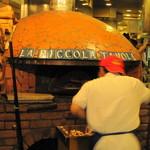 ラ・ピッコラ・ターヴォラ - この窯でピザを焼いてくれる