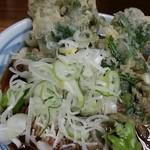 加賀 - 春菊天うどん ネギ投入2014.12