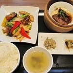 口福吉祥 喜喜龍 - シーロンランチセット1,254円。 本日の主菜・本日の飲茶・ご飯・スープ・付け合せのセットです。