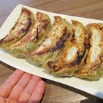 口福吉祥 喜喜龍 - こちらの名物は、なんとバナナ餃子というシロモノなのです!バナナのような形状から命名されているようです。