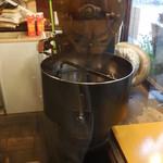 ローヤル珈琲店 - 店頭の焙煎機