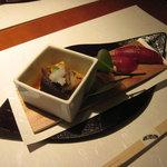 中村孝明YOKOHAMA - 一の膳:本鮪握りと帆立と大葉椎茸の酢浸し