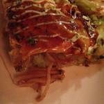 広島お好み焼き 海 - 豚玉そばのアップ