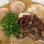 げんこつラーメン - 料理写真:とんこつラーメン600+チャーシューのせ210